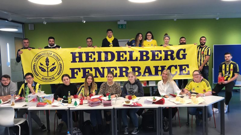 Weihnachtliche Grüße von Fenerbahçe